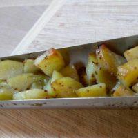 Kuřecí čína s opečeným bramborem a bylinkami na solárním grilu